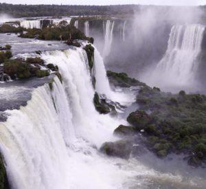 アルゼンチン北東部の運輸の中心地ロサリオ付近のパラナ川(From Wikimedia Commons,)