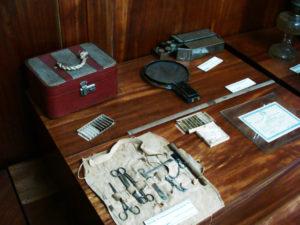 トメアスー移民史料館に展示されている開拓当時の医療器具
