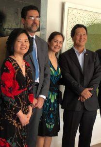 左から、石谷ファチマ大使、エドゥアルド・サボイア駐日ブラジル大使、セシリアさん、西森下議(arquivo pessoal)