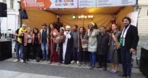 アブドゥルさんが組織した多国籍の人々のショーイベント