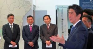2014年来伯時、歓迎会に駆けつけた日系政治家の前で話す安倍首相
