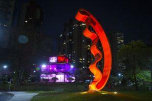 大竹富江さんの彫刻作品。高さ7メートル(Pedro RibasSMCS)