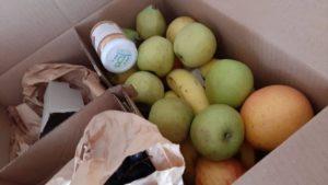 ドイツで寄付された配送サービスでのフルーツ詰合せ