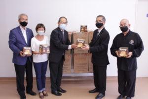 左から、菊地援協評議員会会長、長尾福祉部長、前園事務局長、植松日教寺信徒総代と高崎住職