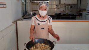 越知学園長による野菜肉類もたくさん入ったヤキメシの作り方動画(https://www.youtube.com/watch?v=vlnnd1glPvE)