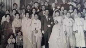金進卓さんと妻李根洙さんの韓国での結婚式の記念写真