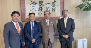 左から下地議員、林理事長、笹川堯氏、輿石東京支社長(霞が関ビル13階)