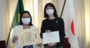 左から石川博士と中村総領事代理