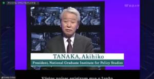 DVDで講義する田中明彦政策研究大学院大学学長