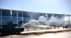 煙を上げる戦車(Twitter)