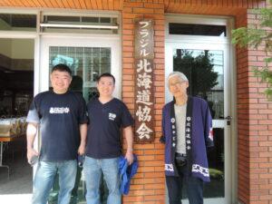 左から平野オストンさん、中場マサルさん、大沼宣信会長
