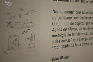 展示キャプションには作品のスケッチも描かれている