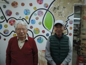 来社した鈴木源治さんと小山徳さん